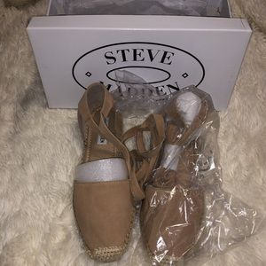 Strappy close toed sandals by Steve Madden
